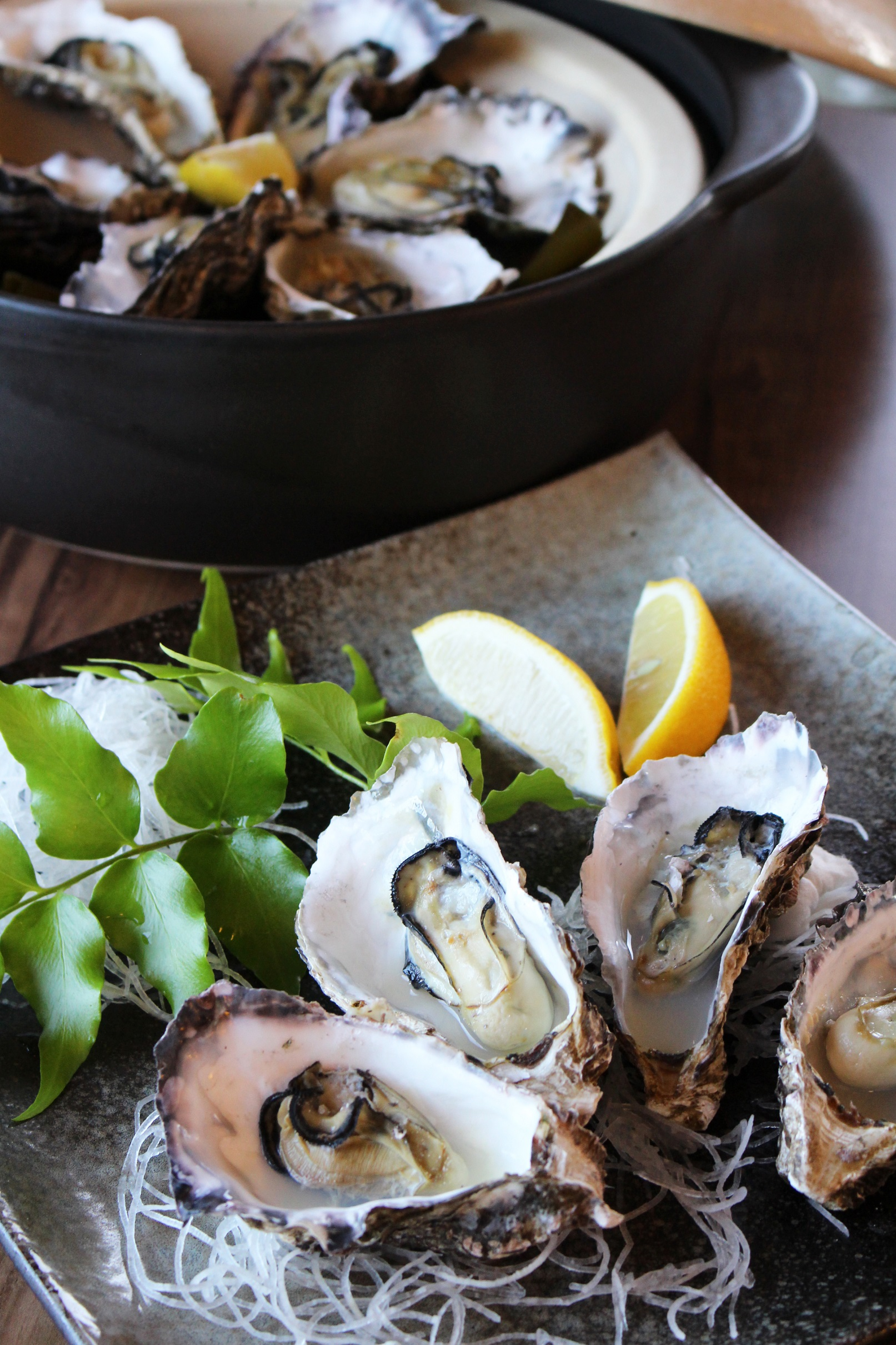 殻付き牡蠣の酒蒸し 地元産ポン酢